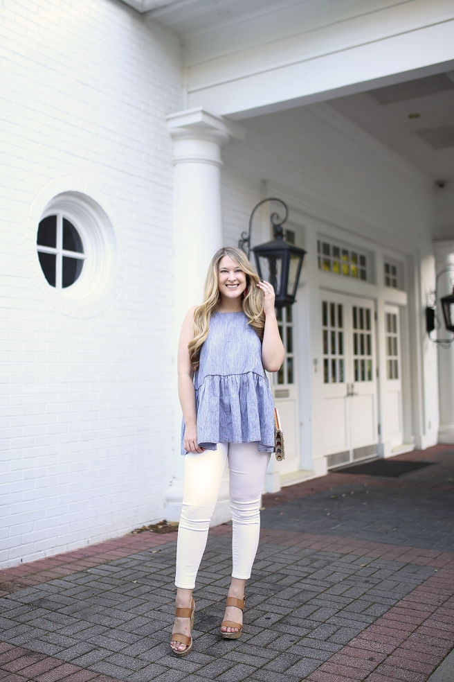 Dallas fashion blogger Cameron Proffitt wears flouncy peplum chambray top from nordrom with white jeans and chelsea28 straw crossbody bag