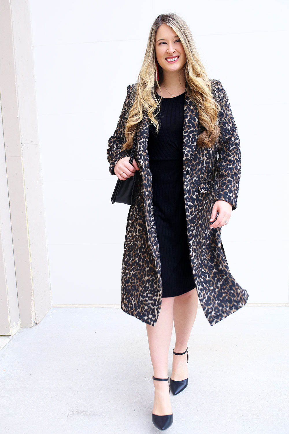 Outfit ideas for winter coats. Affordable winter coats. How to style a winter coat. Winter outfit inspiration with heavy coats. 30 Winter Coats for Less than $150