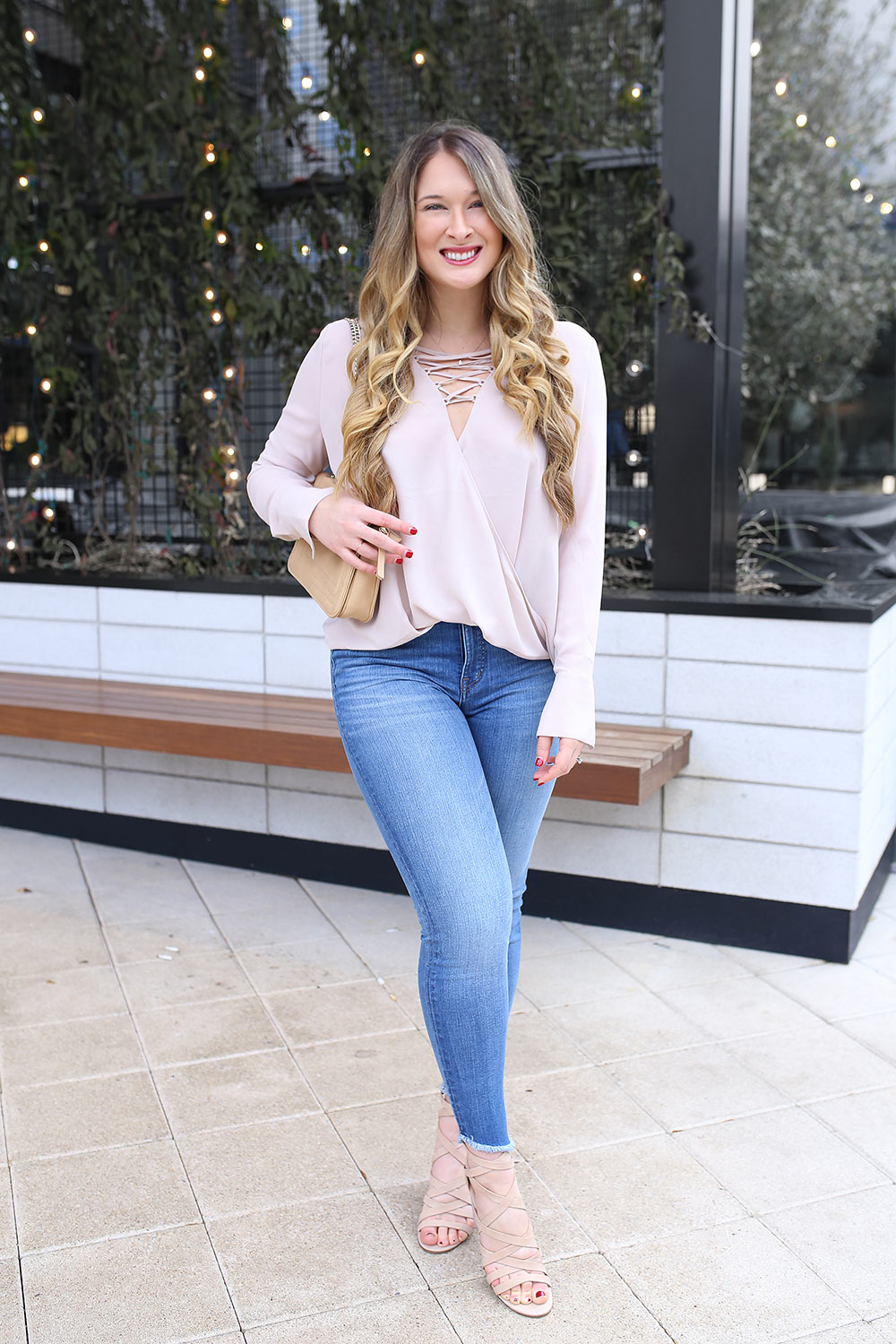 With the changing of the seasons comes the changing of our wardrobes from coats to light and breezy tops. So today, I want to provide some fashion inspiration by sharing nine tops that are PERFECT for the transition from winter to spring 2018. 9 Tops You Need to Transition from Winter to Spring 2018