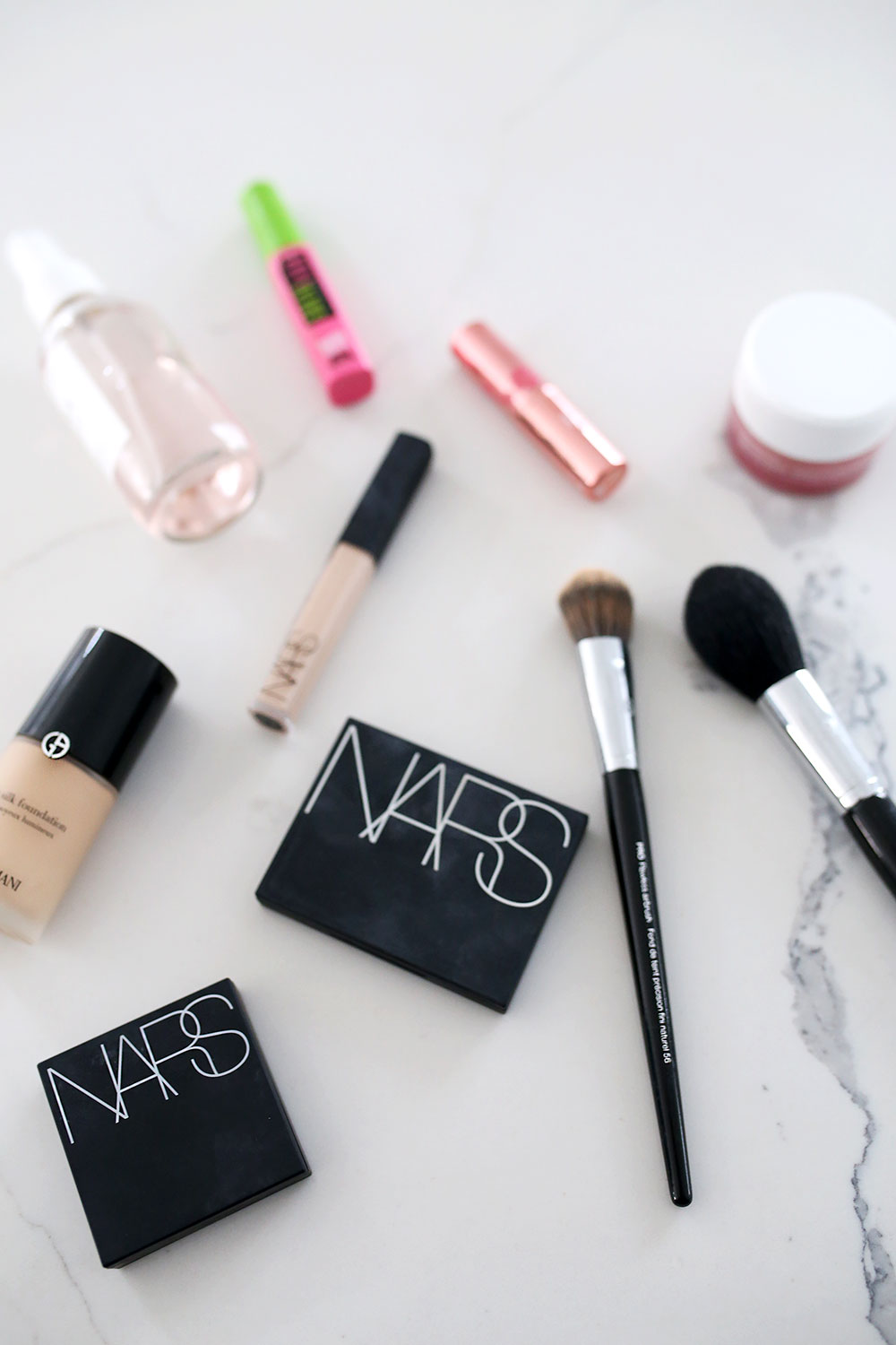 Six products and a few minutes is all it takes to create a quick everyday makeup routine for work that will leave you looking and feeling stunning. Get ready in less than 5 minutes with this quick and easy makeup routine. Everyday workout routine for work in under four minutes.