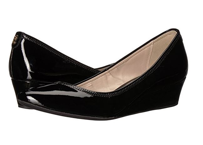 Stylish women's waterproof shoes from ballet flats to boots to professional slides. Waterproof ballet flats for women. Women's waterproof boots. Waterproof dress shoes for women. Waterproof walking shoes for travel.
